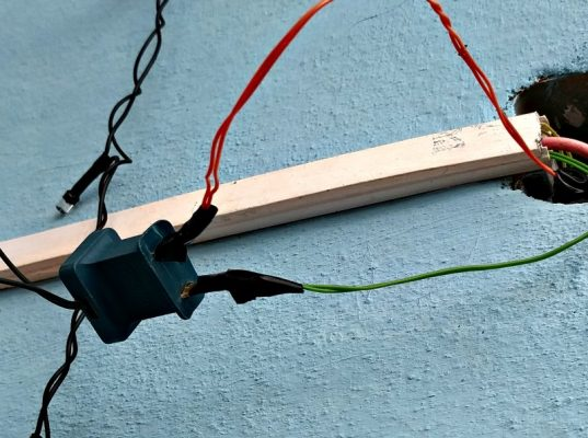Dangerous electric wires in Cuba